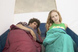 Die richtige Größe ist für eine warme Nacht im Schlafsack entscheidend.