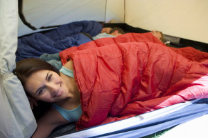 Auch Schlafsäcke müssen vor Feuchtigkeit und Nässe geschützt werden.